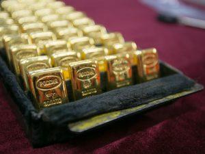 gold safe deposit boxes