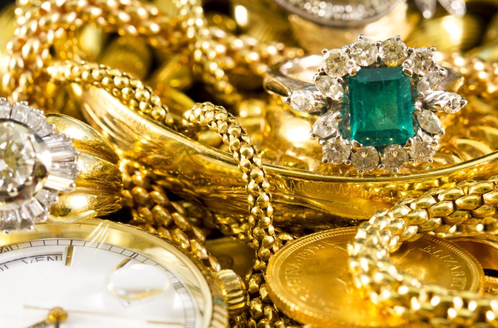 How a Safe Deposit Box Keeps Your Jewellery Safe